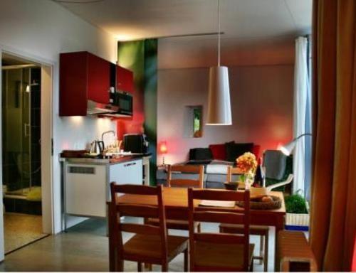 bed breakfast in gebenstorf blue wall bed and breakfast. Black Bedroom Furniture Sets. Home Design Ideas