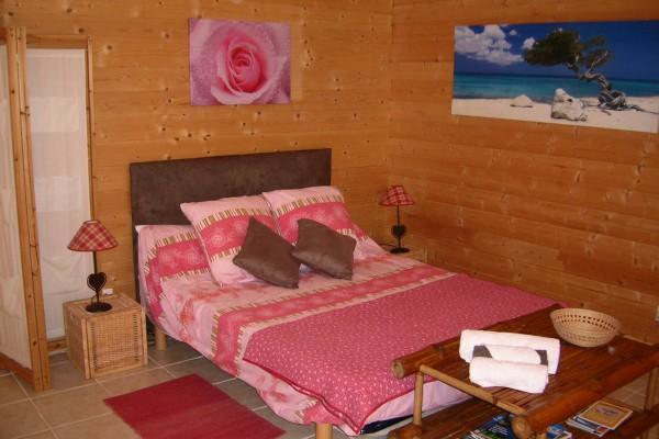 Vakantiewoning in bouc bel air aix en provence chalet wellness l 39 emiline swimming pool - Salon massage aix en provence ...